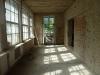 Ściany wewnętrzne zostały pozbawione zniszczonej instalacji oraz tynku i przygotowane do dalszych prac