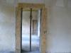 W pomieszczeniach parteru wzmacniane są nadproża celem przygotowania do montażu drzwi