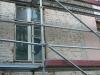 Elewacja budynku na etapie przygotowania do odnowy