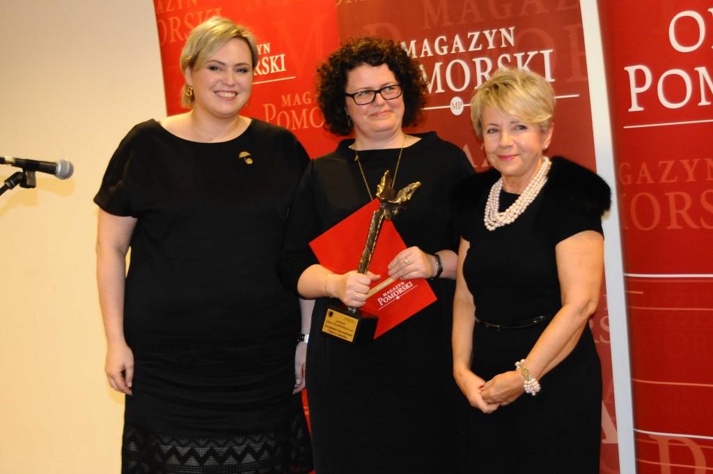 Od lewej: Wiceprezydentka Klubu Soroptimist International Katarzyna Piszczako-Pałasz, Prezydentka Justyna Fox i założycielka Klubu Teresa Tymuła (fot. Magazyn Pomorski)