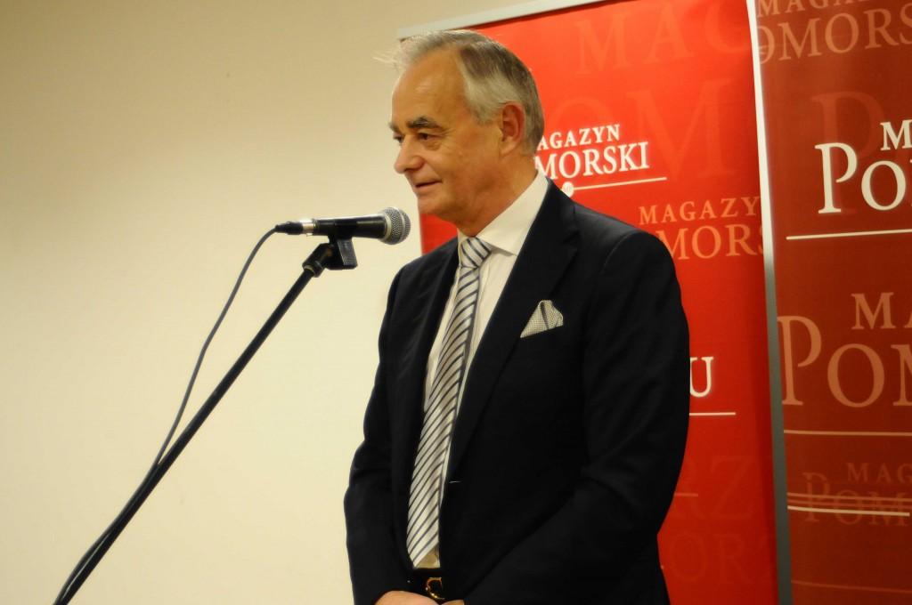 Prezydent Pracodawców Pomorza Zbigniew Canowiecki wygłasza laudację Prof. dr hab. inż. Janusza Zarębskiego (fot. Magazyn Pomorski)