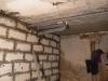 Na poziomie przyziemia wykonano ścianki działowe oraz zakończono modernizację instalacji sanitarnej