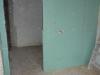 W obiekcie tworzone są ścianki działowe oraz podłogi pod potrzeby adaptacji pomieszczeń pod funkcje biurowe